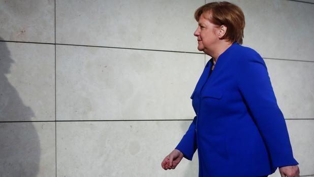 Angela Merkel se dirige a su nuevo encuentro con el líder del SPD, Martin Schulz