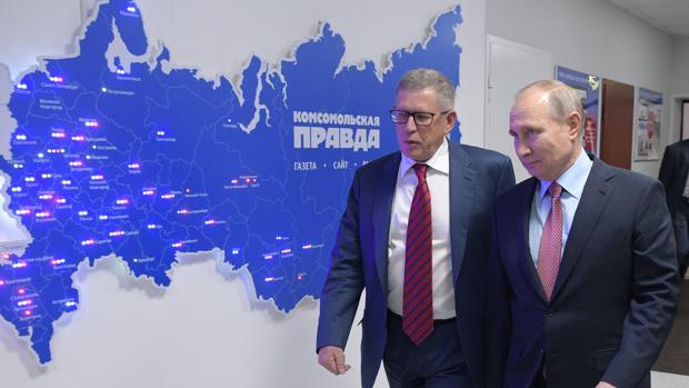 Putin visita la sede del periódico «Komsomolskaya Pravda», donde fue recibido por su director, Sungorkin