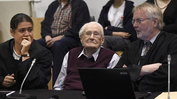 Oskar Gröning, el «contable de Auschwitz», en el banquillo a la espera de su sentencia en 2015