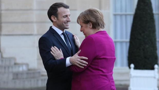 El presidente Emmanuel Macron recibe a la canciller alemana, Angela Merkel, en el Elíseo, en París