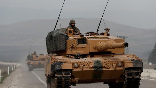 Carros de combate turcos cerca de la frontera turco-siria, este 21 de enero