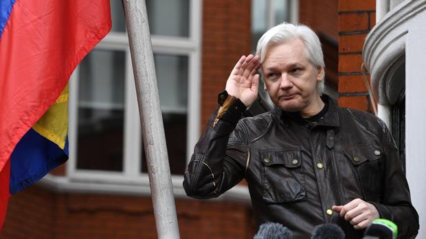 Julian Assange, en la Embajada de Ecuador en Londres, en una imagen fechada en mayo de 2017