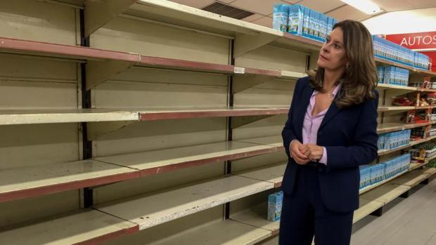Marta Lucía Ramírez, aspirante a la presidencia de Colombia, visitó un supermercado desabastecido de Caracas, durante su visita a Venezuela de la semana pasada