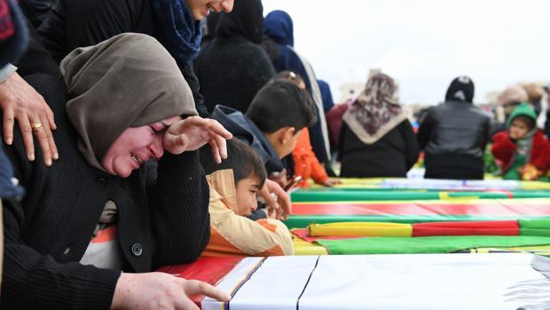 Funeral por civiles y milicianos kurdo-sirios muertos durante la ofensiva turca