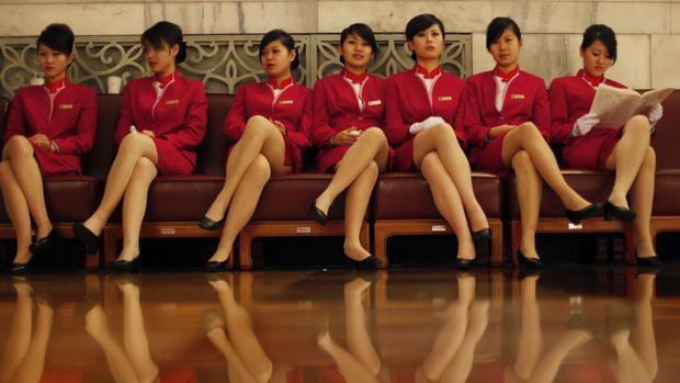 Fotografía de archivo de un grupo de mujeres chinas trabajando como azafatas en un congreso celebrado en Beijing en 2009