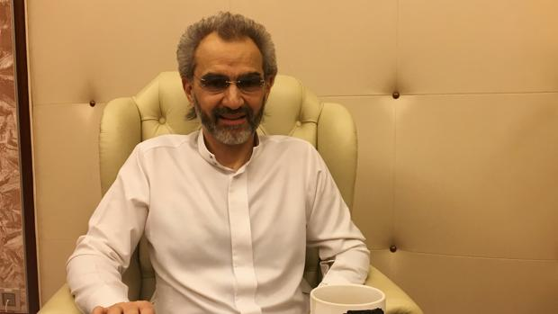 El príncipe saudí Alwaleed bin Talal, durante una entrevista con Reuters