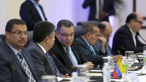 Miembros de la delegación opositora, en un momento de las conversaciones en Santo Domingo