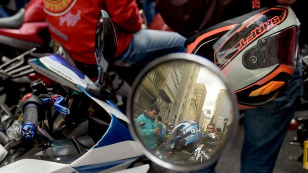 Protesta que se produjo el pasado 26 de enero en Bogotá contra la nueva medida que impide a los hombres mayores de 14 años viajar como pasajeros en motos