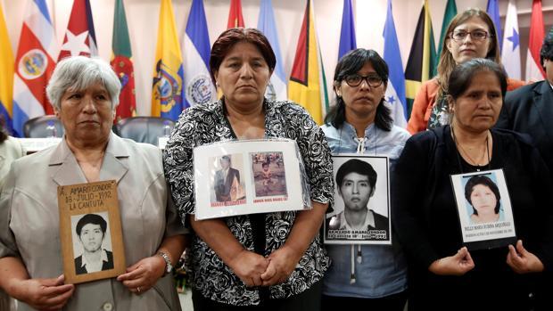Raida Condor, Rosa Rojas, Carmen Condor Y Gladys Rubina, familiares de vícitmas de la represión durante la presidencia de Fujimori , hoy en la Corte Interamericana de DD.HH.