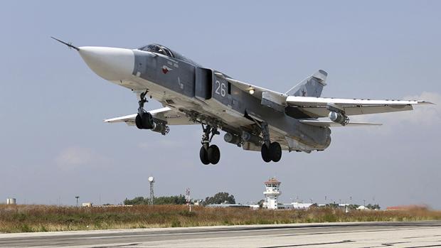 Fotografía de archivo fechada en 2015 del despegue de una aeronave en la base aérea de Hmeymim (Siria)