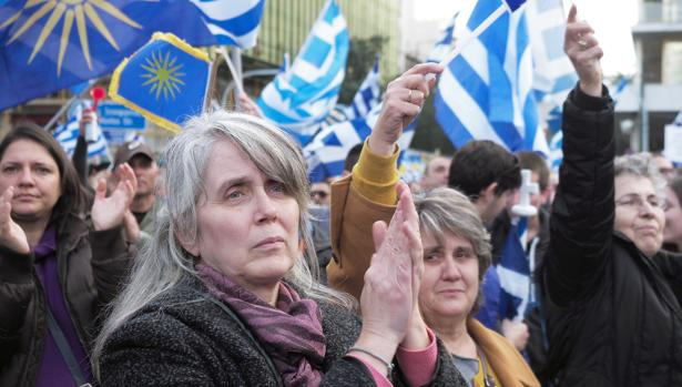 Participantes en la manifestación en Atenas que reclama el nombre de Macedonia solo para Grecia