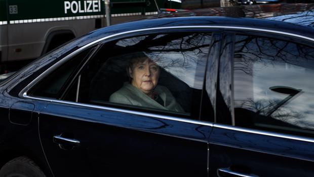 Angela Merkel, a su llegada a la sede del SPD para reunión con los socialdemócratas