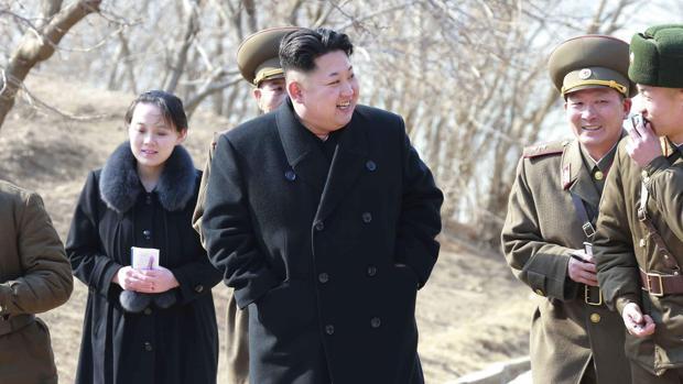 El líder norcoreano Kim Jong-un junto a su hermana Kim Yo-jong