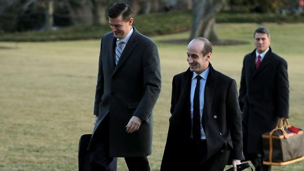 El secretario de Personal de la Casa Blanca Rob Porter (izquierda) en Washington