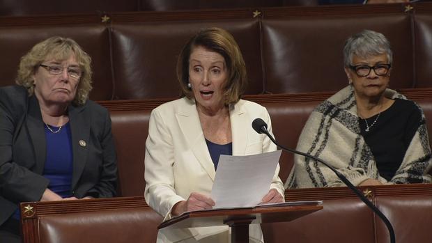 Nancy Pelosi, durante su discurso de ocho horas en el Capitolio