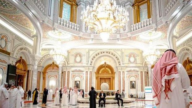 Hall del hotel Ritz-Carlton de Riad