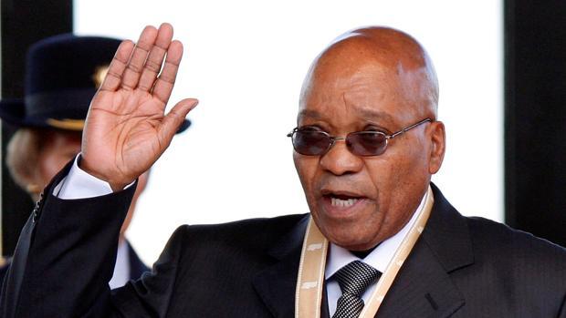 Foto de archivo del presidente sudafricano, Jacob Zuma, mientras jura el cargo durante su investidura en Union Buildings, Pretoria (Sudáfrica) el 9 de mayo de 2009