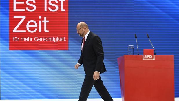 El líder del Partido Socialdemócrata (SPD), Martin Schulz, tras ofrecer una rueda de prensa tras su derrota en las elecciones alemanas de ayer, en Berlín (Alemania)