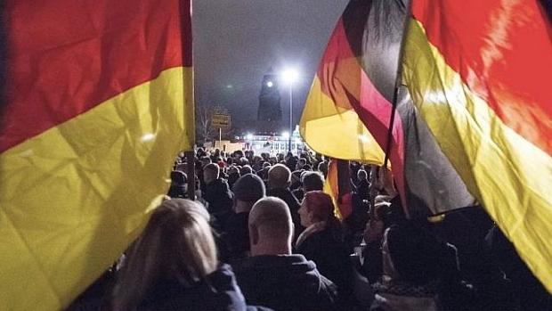 Banderas alemanas en una manifestación en Dresden