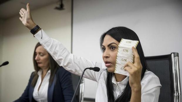Delsa Solórzano, presidenta de la Comisión de Política Interior, denunció este miércoles en el Parlamento el uso «indebido» de material electoral
