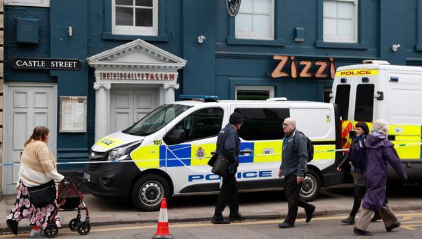Aspecto que presenta la zona acordonada en Salisbury, donde fueron hallados inconscientes Skripal y su hija