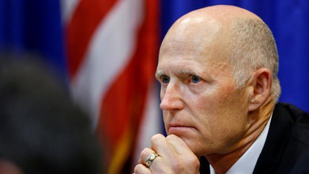 El gobernador de Florida, Rick Scott