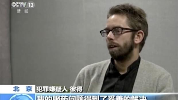 El activista sueco Peter Dahlin, durante su confesión forzada a la televisión china