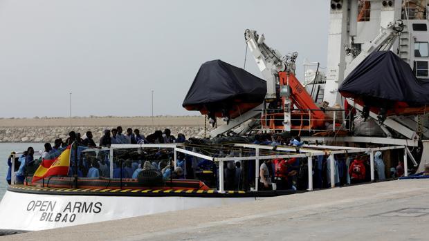 El barco de Proactiva Open Arms, atracado en Sicilia