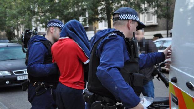 La policía de Londres detiene a miembros de una banda