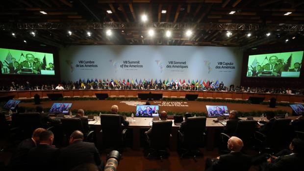 Sesión plenaria de la VIII Cumbre de las Américas en el Centro de Convenciones de Lima