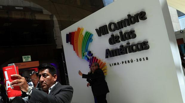 Asistentes a la VIII Cumbre de las Américas, celebrada en la capital peruana