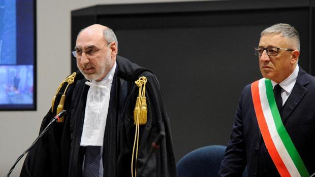 El presidente de a Corte Alfredo Montalto leyendo la sentencia