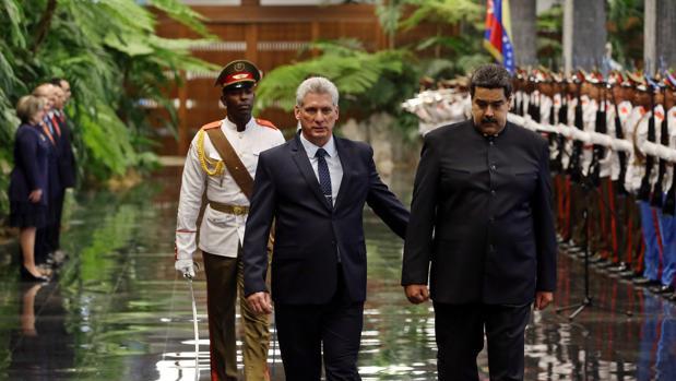 Miguel Díaz-Canel y Nicolás Maduro pasan revista a las tropas en el Palacio de la Revolución de La Habana