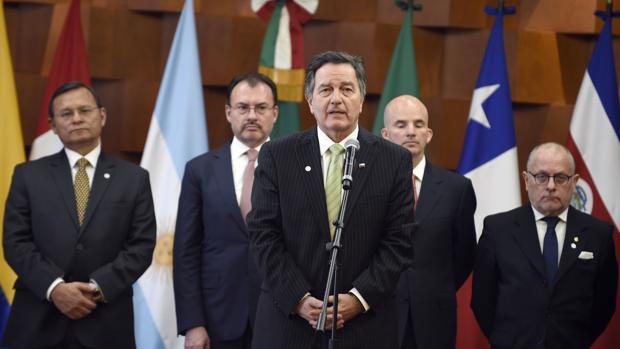 Miembros del Grupo de Lima se dirigen a la prensa tras su encuentro