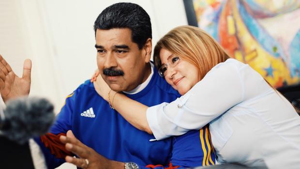 Nicolás Maduro junto a su esposa