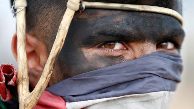 Un palestino protesta contra el traslado de la embajada de los Estados Unidos a Jerusalén