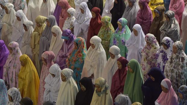 Mujeres musulmanas se preparan para el ramadán