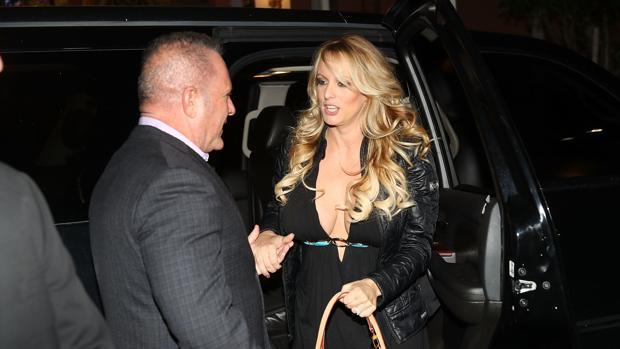 Stormy Daniels llega a un club nocturno en Miami