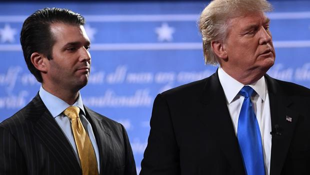 El hijo del presidente de los Estados Unidos, Trump Jr., junto a su padre