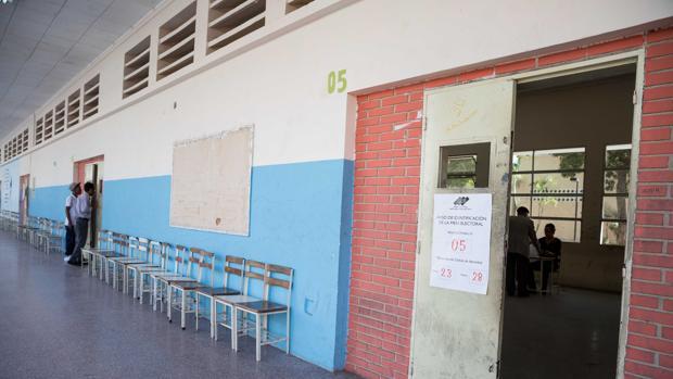 Vista general de un puesto de votación durante las elecciones presidenciales
