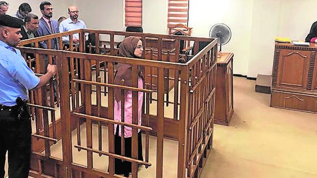 La francesa Djamila Boutoutao durante el juicio en Bagdad