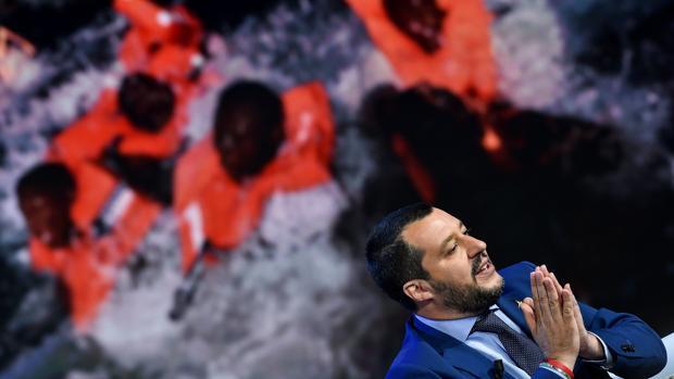 El xenófobo Salvini tacha de «charlatanes» a Sánchez y Macron por la crisis migratoria