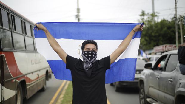 Denuncian el uso de armas de guerra en Nicaragua para reprimir las protestas contra Ortega