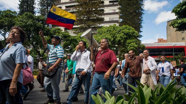 Los jubilados protestan contra el Gobierno de Maduro por el pago de la pensión en Caracas