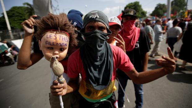 Un seguidor de Daniel Ortega, durante la celebración del 39 aniversario de la victoria sandinista en Nicaragua