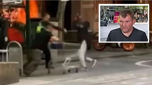 Michael Rogers (en el recuadro) se enfrenta al terrorista de Melbourne, en una imagen de vídeo