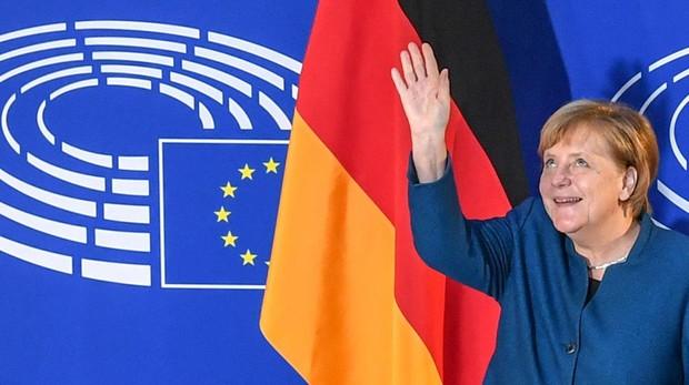 Merkel apoya el Ejército europeo en su discurso ante la Eurocámara