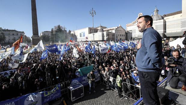 Salvini propone ante miles de fieles «una nueva comunidad europea»