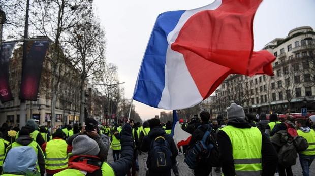 No cede la fiebre amarilla: 72 detenidos en París para evitar incidentes violentos
