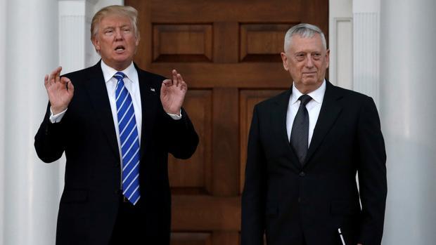 Donald Trump, junto a James Mattis